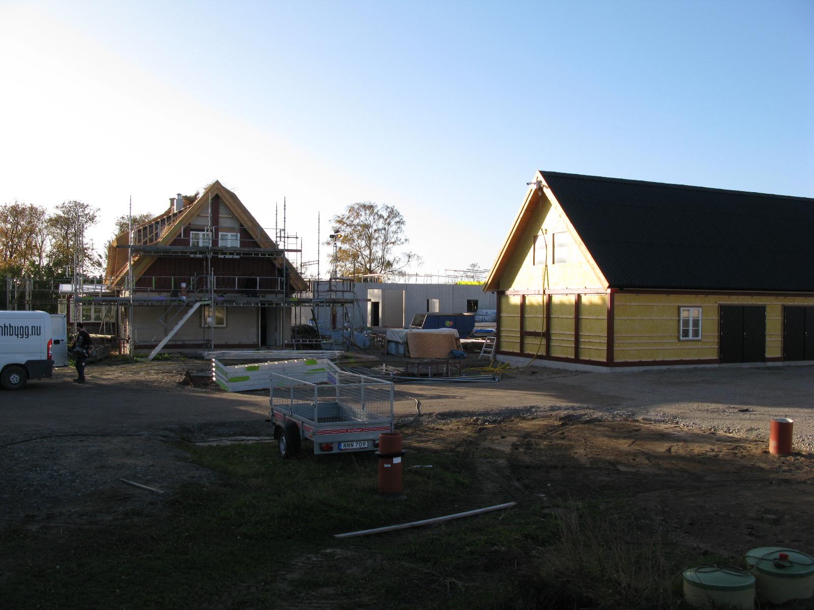 huvudhus och ekonomibyggnad